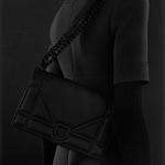 迪奧倾情出现黑色哑光系列手袋