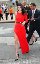 不对称裙摆秀美腿 优雅与性感并存