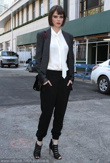 街拍潮人帅气西装 展现中性强大气场