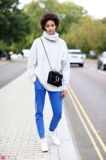 穿着舒适的运动裤就能美美的出门