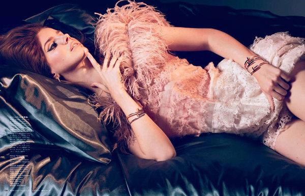 Lana del Rey 优雅现身日本版 VOGUE 时尚大片