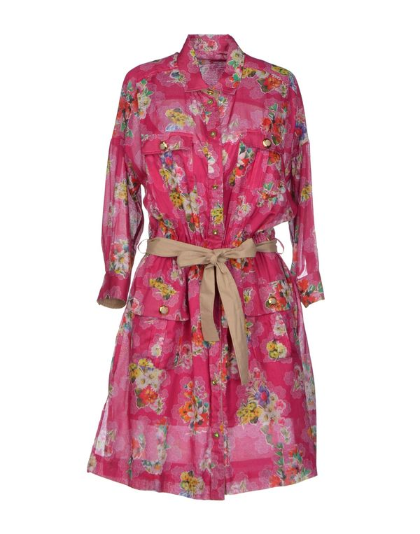 玫红色 D&G 短款连衣裙