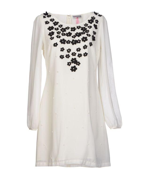 象牙白 LIPSY 短款连衣裙