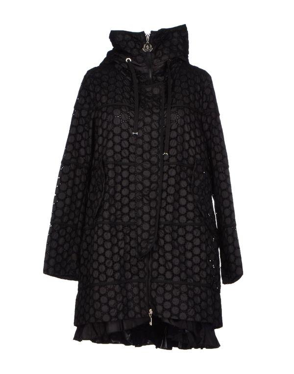 黑色 MONCLER 大衣