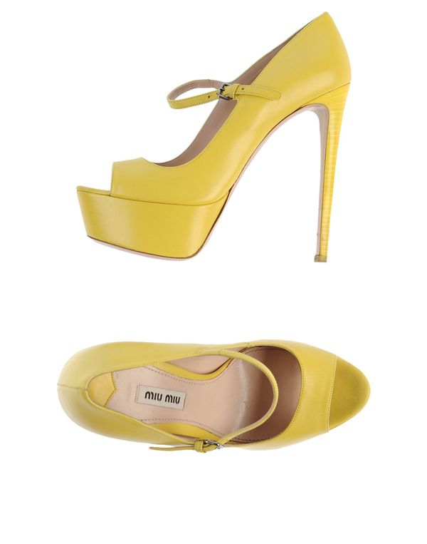 黄色 MIU MIU 高跟鞋