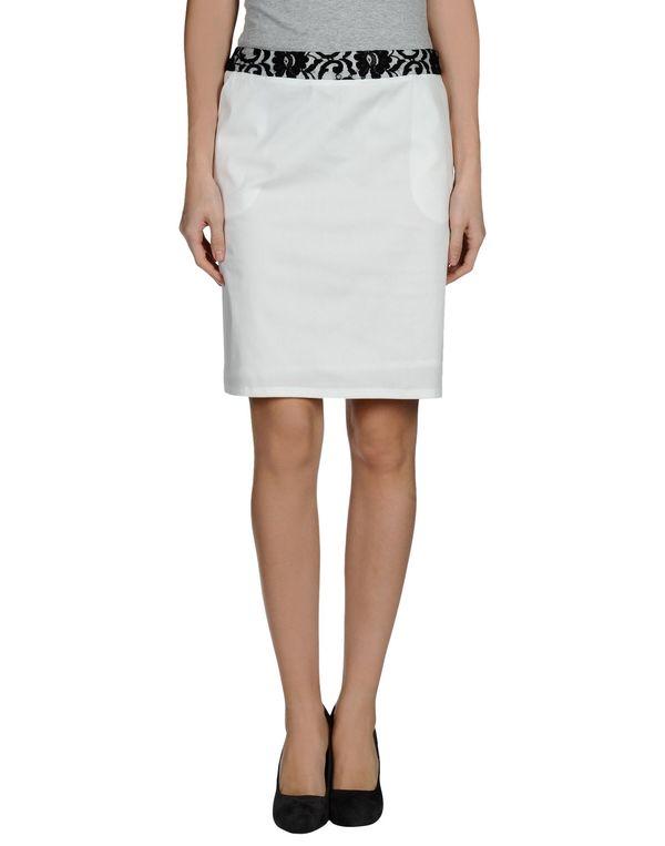 白色 PIANURASTUDIO 及膝半裙
