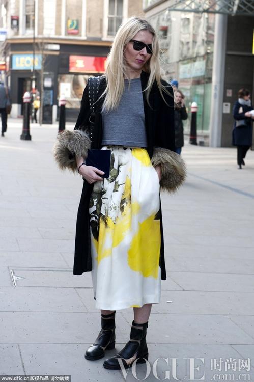 优雅复古长裙 冬日街拍保暖又妩媚
