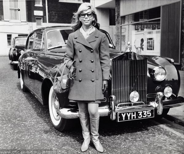 Go-go靴的忠实粉丝Nancy Sinatra