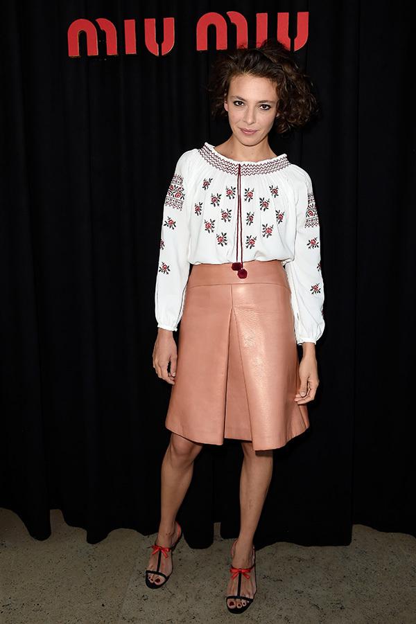 众明星穿着Miu Miu参加在巴黎耶纳宫(Palais d'Iena)举行的Miu Miu 2015 春夏时装发布会