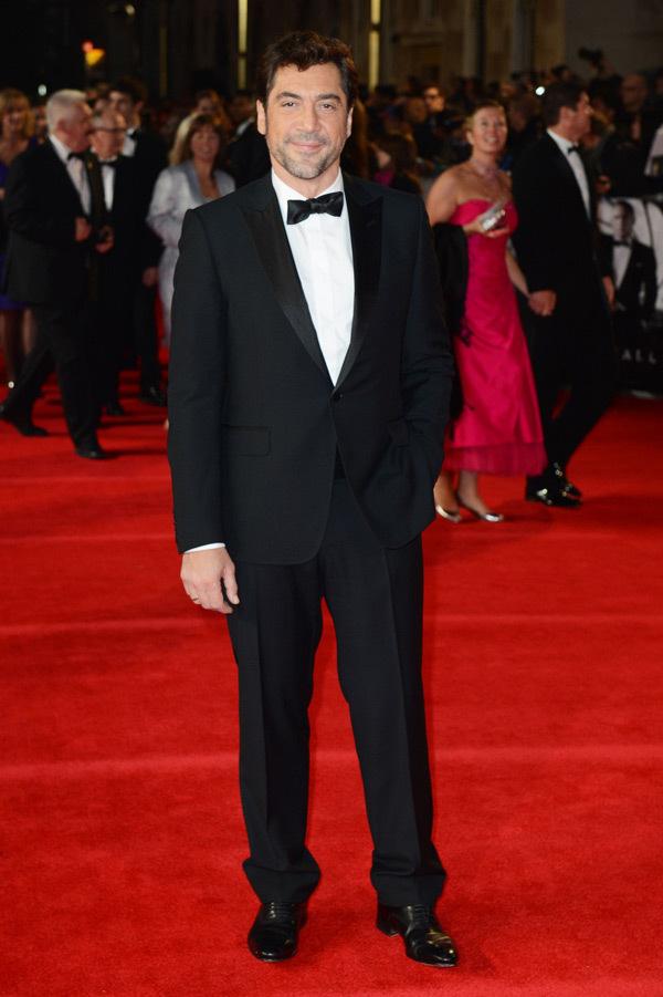Javier Bardem 身着GUCCI礼服亮相《007:天降杀机》环球首映礼
