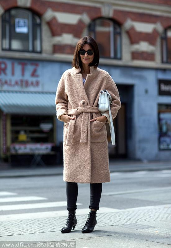 温度骤降大衣报到 系腰最夯干练优雅