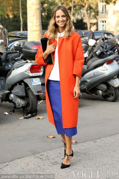 七彩亮色外套 怎么穿时髦不扎眼