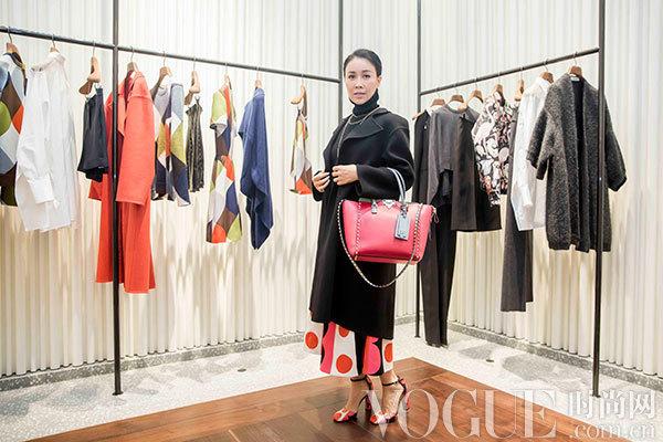 那英身着2014秋冬系列女装出席Valentino铆钉系列皮革制作工艺活动
