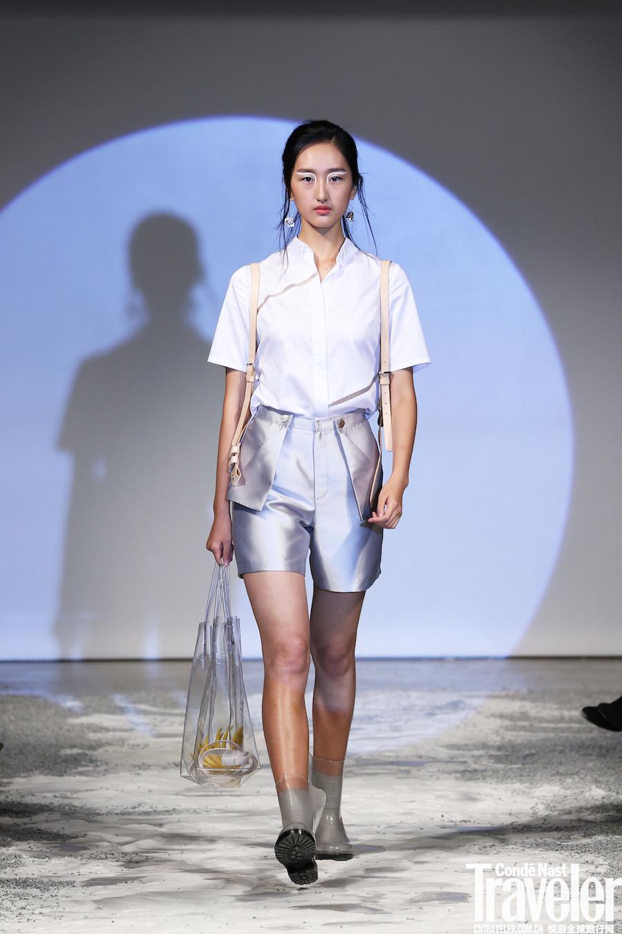 """在2018春夏上海时装周看一场静谧的秀——""""MOON LIGHT""""康泰纳仕时尚设计培训中心新锐设计师时装发布会"""