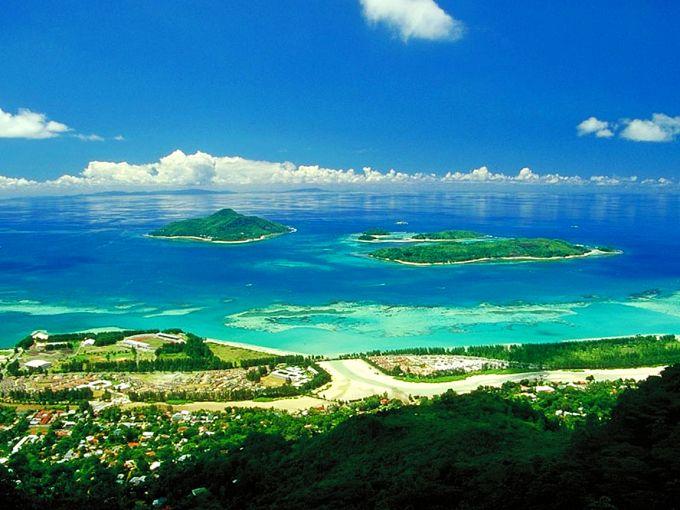 主要景点有马埃岛,普拉兰岛,拉迪格岛和伯德岛等.