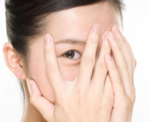 attention!这些眼周护理方法不靠谱