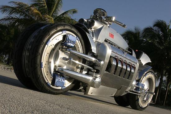 斧是美国克莱斯勒汽车公司生产的速度最快的摩托车,它安上了高清图片