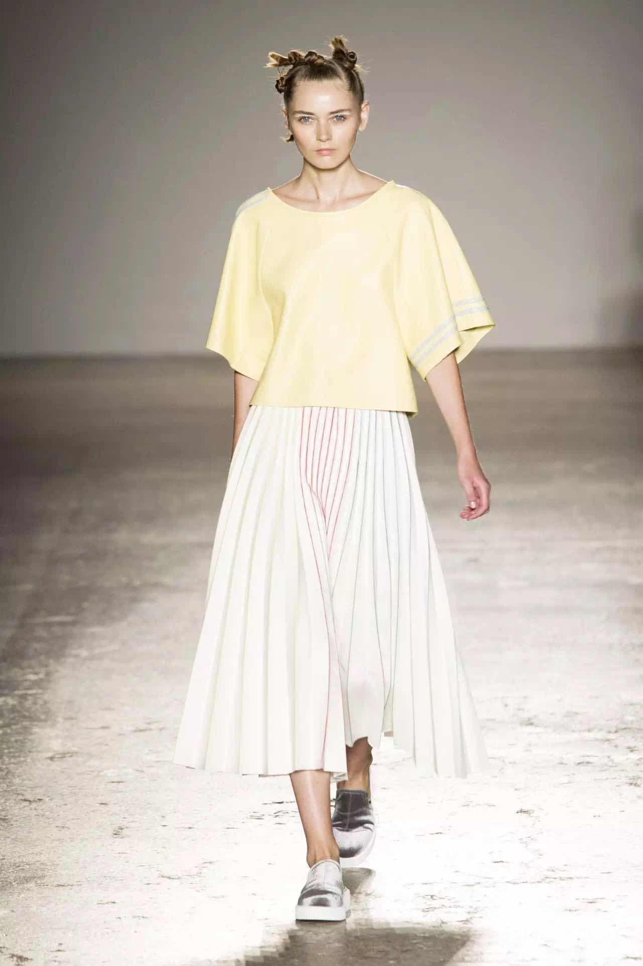 米兰时装周 两大色彩趋势不容错过:柠檬黄&蜜桃粉(图4)
