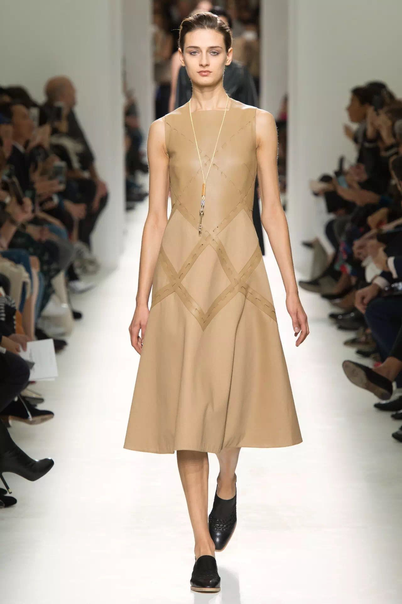 巴黎时装周上的新潮流是这些!为时尚先锋指点一二(图7)