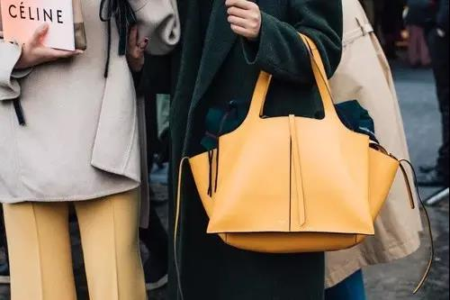 简洁而又时髦的Céline手袋,不赶潮流,几乎可以搭配你的整个衣橱,几乎没有一个女孩不爱它。