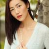柔美与力量协奏,刘雯展现当代摩登女性风范
