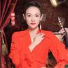 著名演员章子怡身着Tory Burch 2018早春系列橙色Stella连衣长裙  新年演绎《演员的诞生》