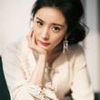 杨幂佩戴Piaget伯爵耳环出席2017腾讯娱乐白皮书
