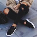 小白鞋穿腻了?你需要一双经典又时髦的小黑鞋