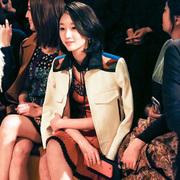 周冬雨佩戴Tiffany T系列珠宝摩登亮相纽约时装周