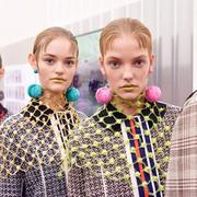 经典瞬间!回顾Prada秀场7个引领潮流的妆容发型