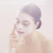 夏日怎样护肤才能让肌肤不油不干不长痘?