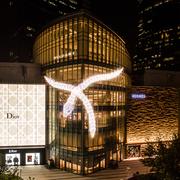 BVLGARI宝格丽 SERPENTI蛇形灯光艺术装置闪耀上海恒隆广场