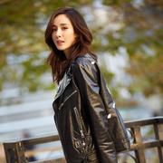 杨幂出席Gucci北京SKP开幕活动,这个冬天她给女生们时髦又保暖的搭配建议是?