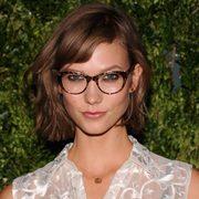 戴眼镜的时候,妆容怎么画才够美?