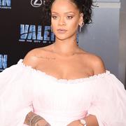 蕾哈娜(Rihanna)佩戴Chopard萧邦珠宝璀璨亮相首映礼
