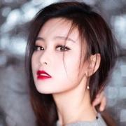 《唐人街探案2》女主角尚语贤佩戴 TASAKI 珠宝出席湖南卫视跨年演唱会