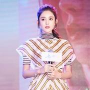 FENDI中国区品牌大使娜扎身着FENDI 2018春夏系列