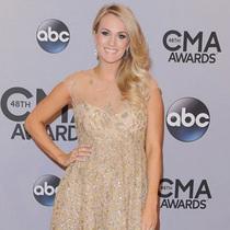 美国CMA颁奖之夜 凯莉·安德伍德的华服盛宴