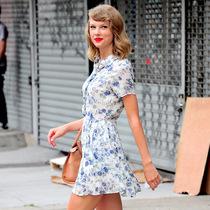 泰勒·斯威夫特教你最显腿长的夏日穿搭法-明星街拍