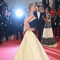 戛纳电影节的美艳女星 红毯上被漏拍的动人瞬间