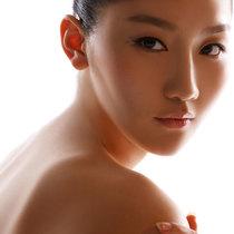 全面提升肌肤质感 这些美白精华不只能让你白