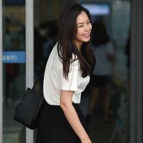 韩式减龄装 女星街拍露心机