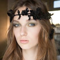 烟熏妆、超模还有浪漫卷发席卷Atelier Versace高定秀场