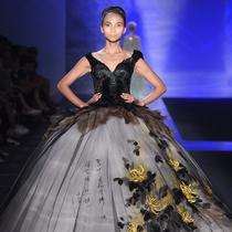 中国设计师劳伦斯·许携米兰演绎东方华丽云锦大秀