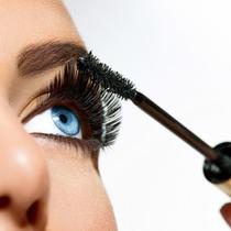 那些美妆达人们总结的10个涂睫毛膏技巧