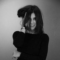 UNIQLO优衣库携手全球时尚偶像卡琳·洛菲德推出全新系列