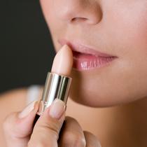 唇部总脱皮 你的润唇膏买对了嘛