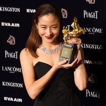 林嘉欣佩戴戴比尔斯钻石珠宝优雅闪耀璀璨金马之夜 勇夺金马奖最佳女主角
