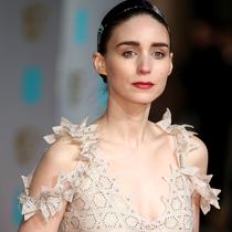 鲁妮·玛拉身着Givenchy出席BAFTA英国影视艺术及电影学院颁奖典礼