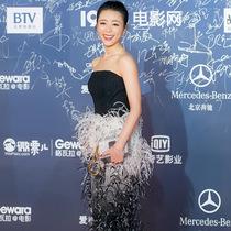 张静初佩戴戴比尔斯钻石珠宝 现身北京国际电影节,尽显高贵优雅